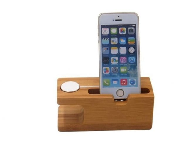 Houten Apple watch houder met iphone in