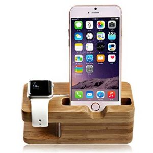 Houten apple watch houder met iwatch en iphone in